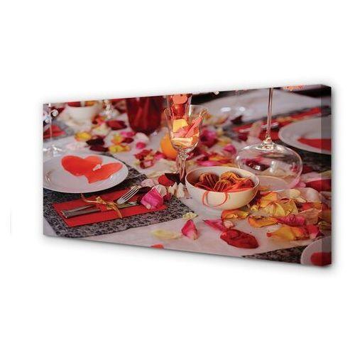 Obrazy na płótnie Serca płatki róż kolacja kieliszki