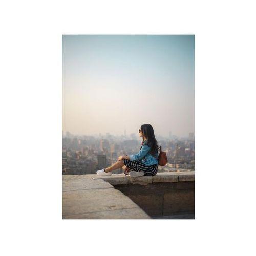 Consalnet Obraz na pilśni kobieta na murku 70 x 100 cm