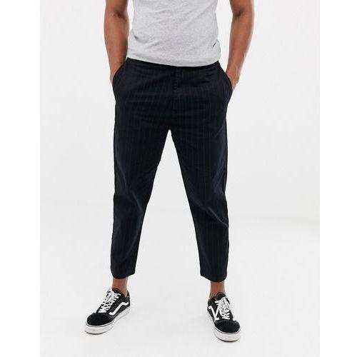 Bershka carrot fit trousers with pin stripe in black - Black, kolor czarny