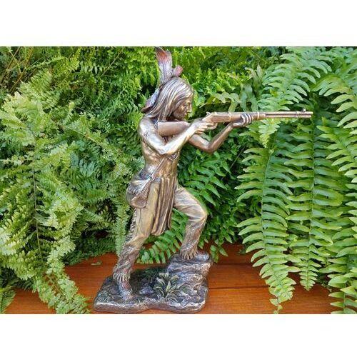 Indiański wojownik stojący ze strzelbą (wu76628a4) marki Veronese