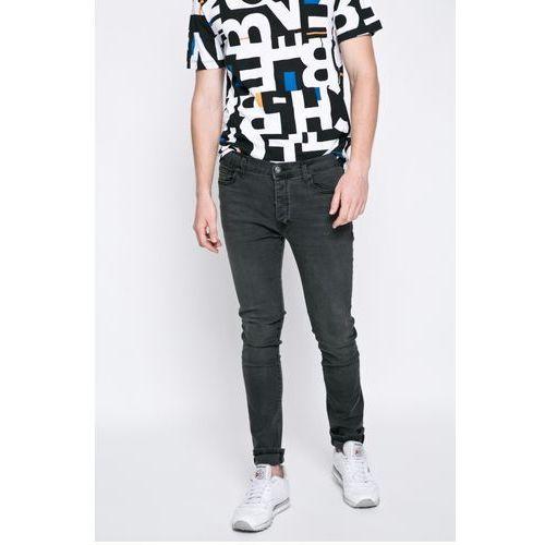 - jeansy marki Bench