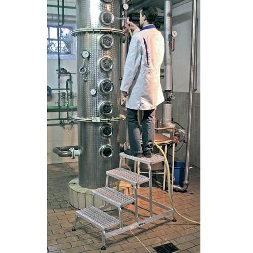 Pomost montażowy ze stopniami z kratki aluminiowej 3 stopniowy 805331 marki Krause