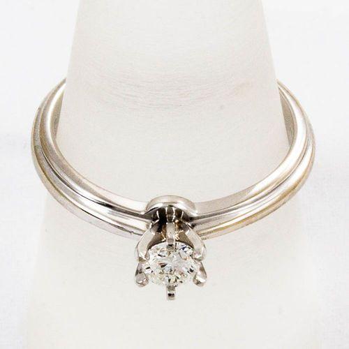 Złoty pierścionek z diamentem P1626