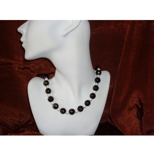 N - 00003 Naszyjnik z czarnych i białych plastikowych koralików