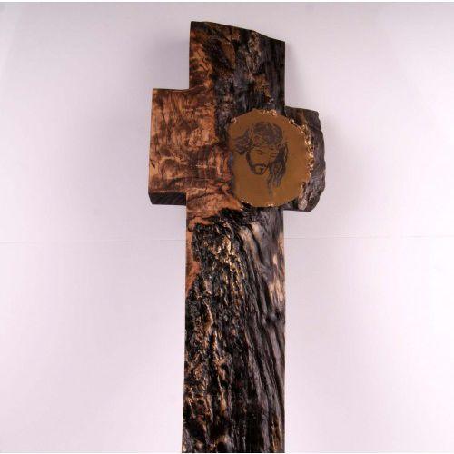 Praca autorska w drewnie Zbigniewa Bednarczyka Krzyż
