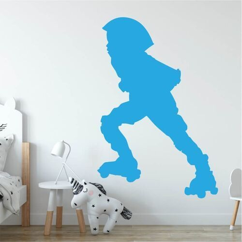 Naklejka na ścianę dziecko na wrotkach 2543 marki Wally - piękno dekoracji