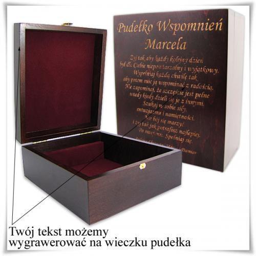 Drewniana szkatułka prezentowa 21cm x 17.5cm x 9cm z opcją zamieszczenia graweru ()