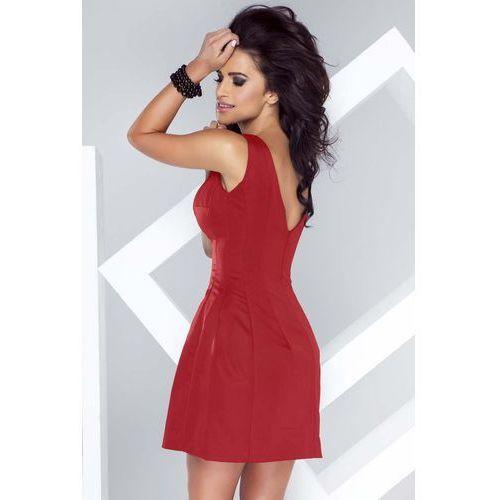 Czerwona sukienka dopasowana w talii o delikatnym kroju bombki marki Ivon