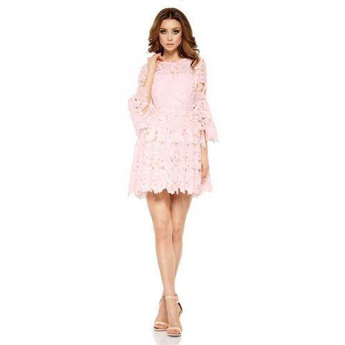 Różowa wieczorowa sukienka koronkowa z rozkloszowanym rękawem marki Lemoniade