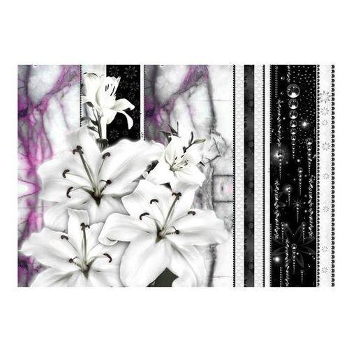 Fototapeta - płaczące lilie na fioletowym marmurze marki Artgeist