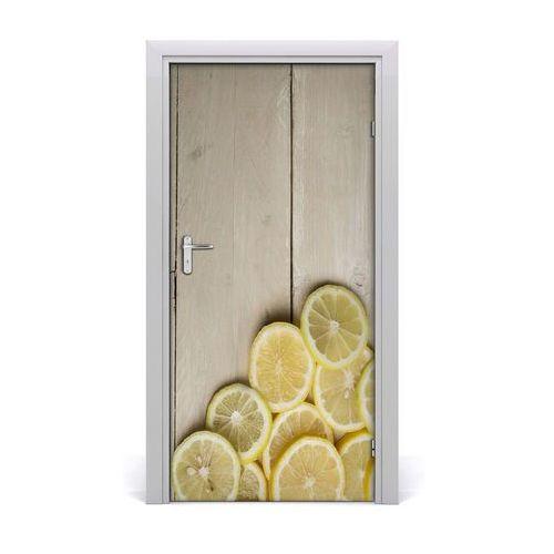 Naklejka na drzwi samoprzylepna Cytryny na drewnie