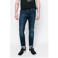 - jeansy marki Lacoste