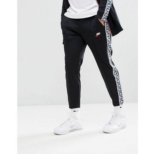 Nike joggers with taped side stripe in regular fit in black aj2297-010 - black