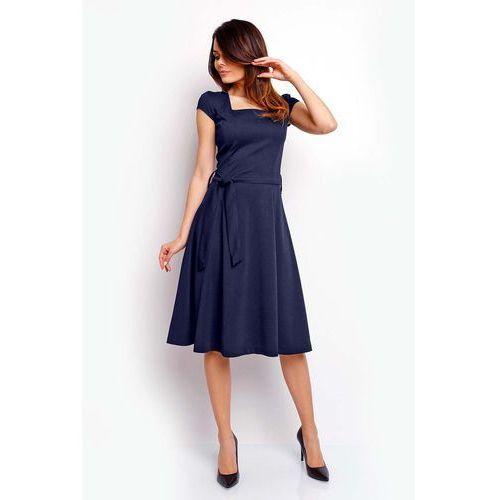 Granatowa Wyjściowa Rozkloszowana Sukienka z Dekoltem Karo, kolor niebieski
