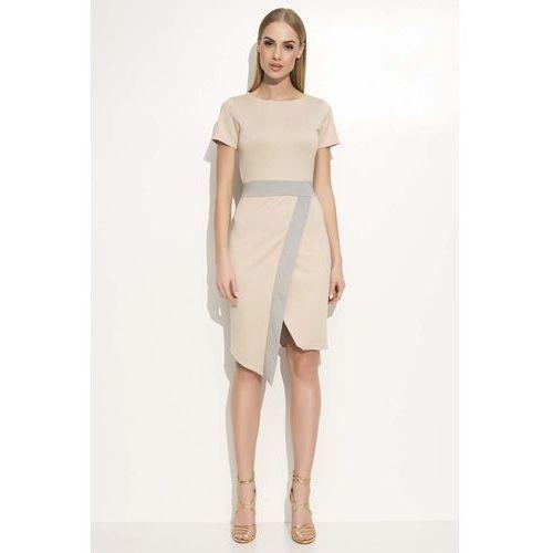 Beżowa Sukienka Asymetryczna Dopasowana z Kontrastowym Paskiem