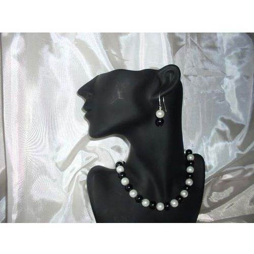 K-00007 Kolczyki z perełek szklanych białych i czarnych, 14-03-11