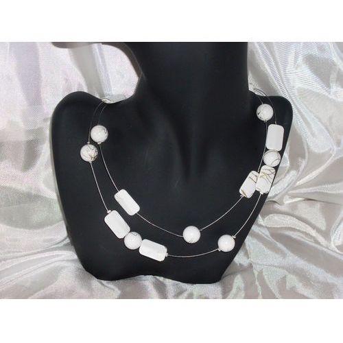 N- 00004 Naszyjnik z białych plastikowych koralików ze złotym muśnięciem - sprawdź w wybranym sklepie