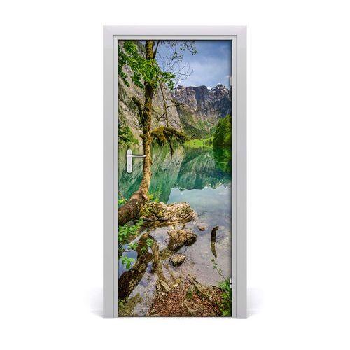 Naklejka na drzwi samoprzylepna Jezioro w górach