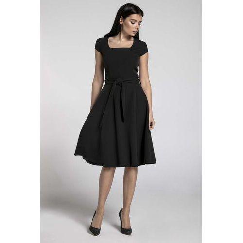 Czarna sukienka z szerokim dołem z dekoltem karo marki Nommo