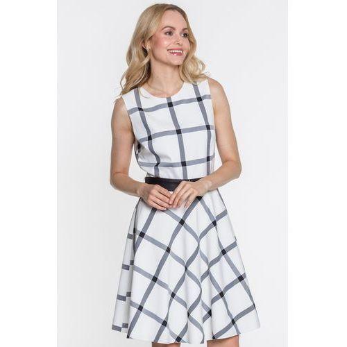 Rozkloszowana sukienka w czarną kratę - EMOI, kolor biały