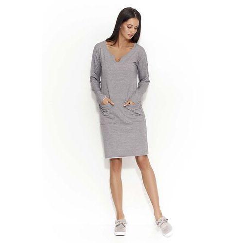 Szara sukienka dzianinowa z nakładanymi kieszeniami marki Makadamia