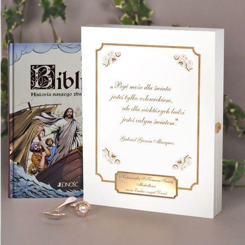 Biblia w drewnianym pudełku- pamiątka chrztu lub i komunii świętej marki Specially4u