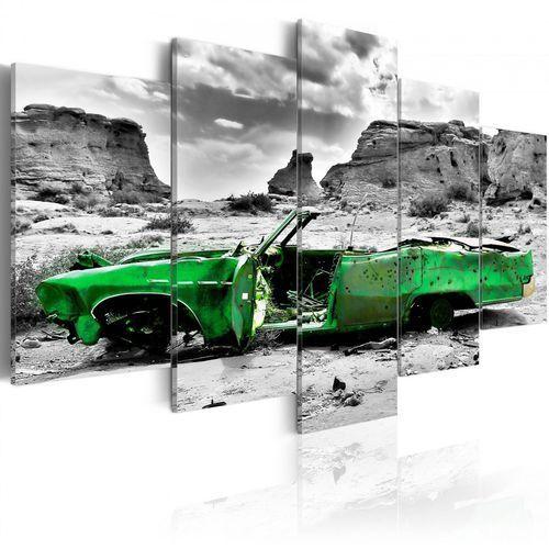 Obraz - zielony samochód w stylu retro na pustyni kolorado marki Artgeist