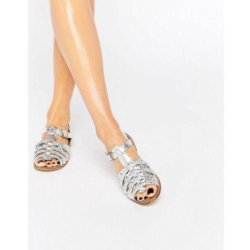 metallic plait detail flat sandals - silver wyprodukowany przez New look