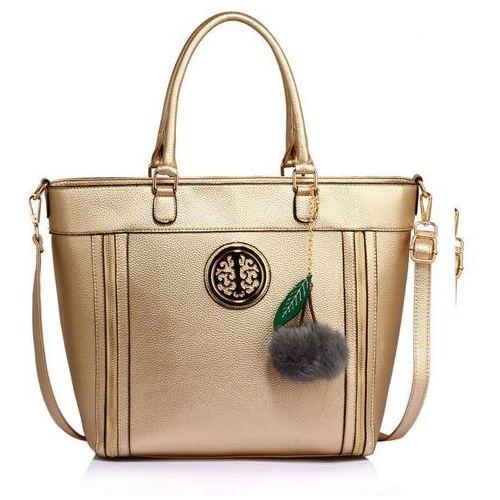 Złota torebka damska z futrzanym breloczkiem - złoty marki Wielka brytania