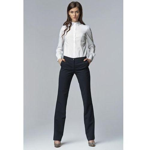 Granatowe eleganckie spodnie damskie bootcut marki Nife