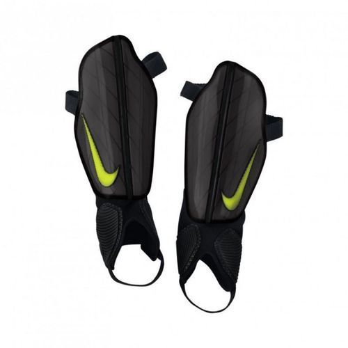Ochraniacze piłkarskie  protegga flex m sp0313-010 izimarket.pl marki Nike