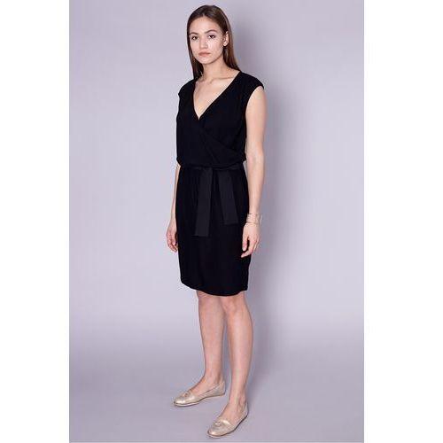 Click fashion Czarna sukienka z ozdobną szarfą -