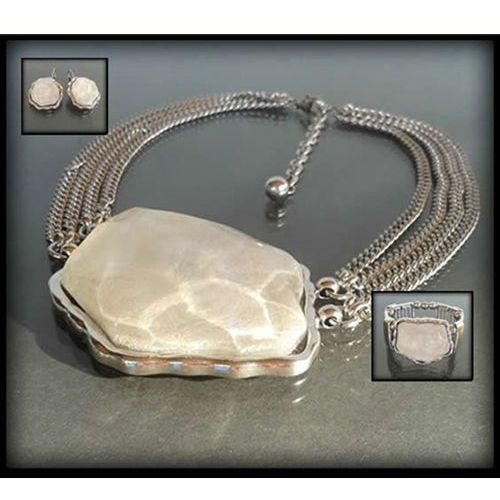 Komplet biżuterii z dużym perłowym kamieniem: naszyjnik, bransoletka, kolczyki - biały, kolor biały