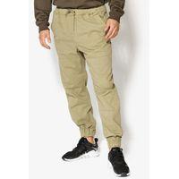 spodnie clove, Confront