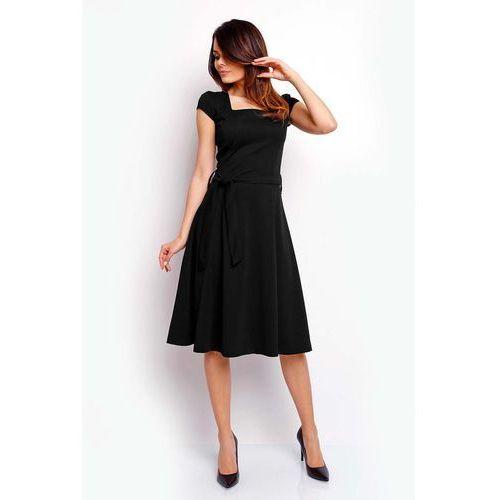 Czarna Wyjściowa Rozkloszowana Sukienka z Dekoltem Karo, kolor czarny