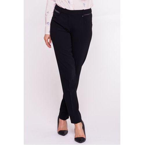 Czarne spodnie z satynową wstawką - L'ame de Femme