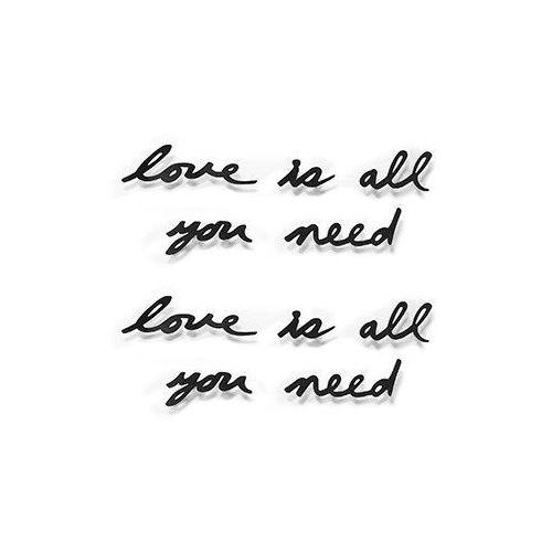"""- dekoracja ścienna, napis """"love is all you need"""" marki Umbra"""