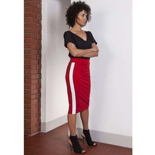 Czerwona ołówkowa spódnica midi z lampasami marki Lanti