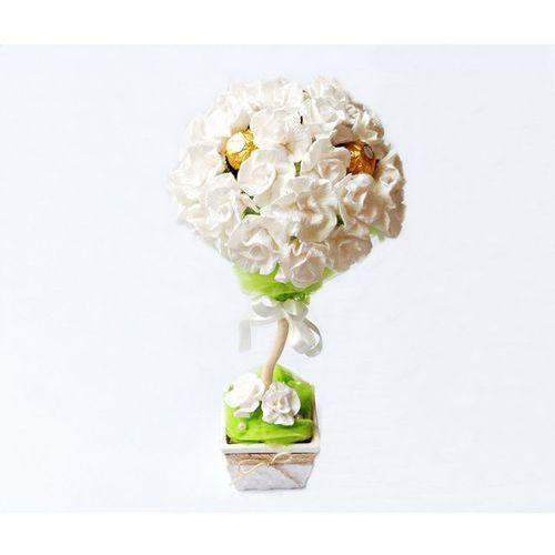 Białe Drzewko z cukierków Ferrero Rocher i róż z krepiny - produkt z kategorii- Upominki