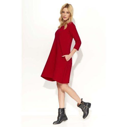 Czerwona sukienka trapezowa przed kolano z rękawami 3/4 marki Makadamia