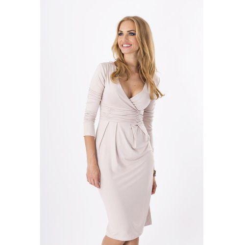 Beżowa elegancka sukienka midi z kopertowym założeniem marki Makadamia