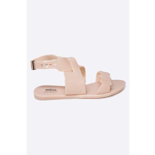 - sandały wonderful + jason wu a marki Melissa