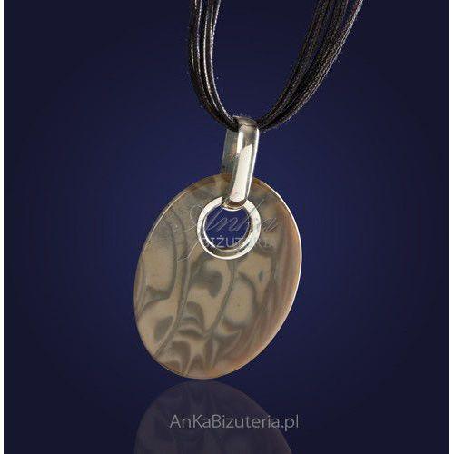 Oryginalny wykonany ręcznie srebrny wisiorek z krzemienia pasiastego na rzemieniu., kolor szary