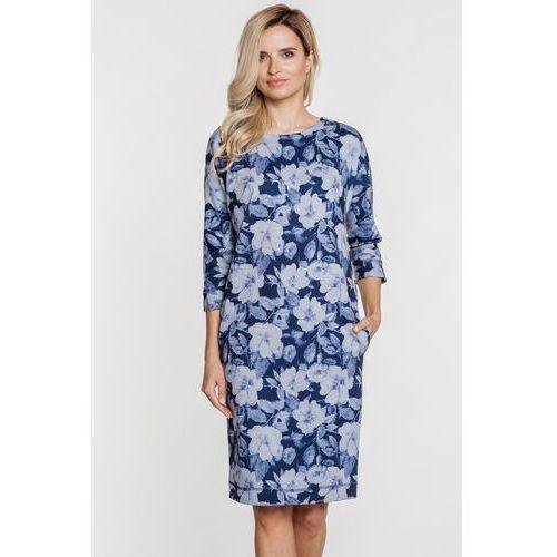 Dzianinowa sukienka w szaro-granatowe kwiaty - Su, kolor niebieski