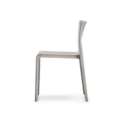 krzesło volt 670 marki Pedrali