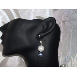 K-00006 Kolczyki z perełek szklanych białych i popielatych - produkt z kategorii- Kolczyki