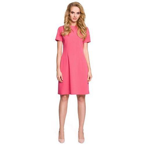 Różowa sukienka koktajlowa z kontrafałdą na plecach marki Moe