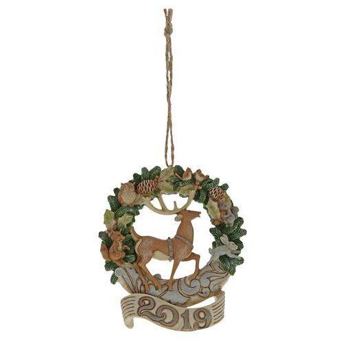 Jim shore Zawieszka wieniec świąteczny z jeleniem 2019 rok white woodland deer 2019 wreath (hanging oranment) 6004175 figurka ozdoba świąteczna gwiazdor