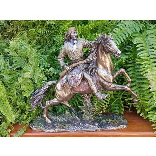 Veronese Indiański apacz na koniu z tarczą i strzelbą (wu69784a4)