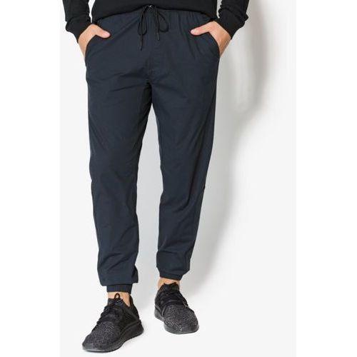 spodnie city woven pant marki Nike - OKAZJE